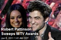 Robert Pattinson  Awards on Robert Pattinson Sweeps Mtv Awards